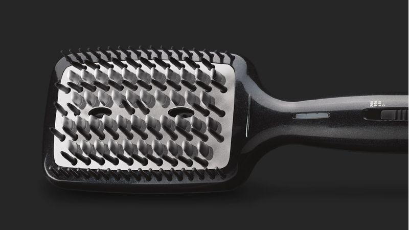 escova-alisadora-conair-main-02